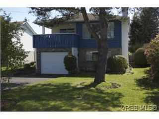 Photo 1: 1615 Hawthorne St in VICTORIA: SE Gordon Head House for sale (Saanich East)  : MLS®# 535961