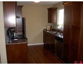 Photo 3: 2 33900 MAYFAIR Avenue in Abbotsford: Central Abbotsford Townhouse for sale : MLS®# F2822047