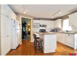 """Photo 2: 24 8555 209TH Street in Langley: Walnut Grove Townhouse for sale in """"AUTUMNWOOD"""" : MLS®# F2914453"""