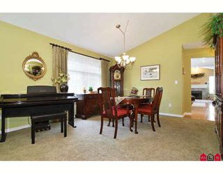 """Photo 5: 24 8555 209TH Street in Langley: Walnut Grove Townhouse for sale in """"AUTUMNWOOD"""" : MLS®# F2914453"""