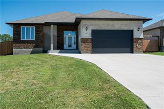 Main Photo: 11 Lowe Crescent: Oakbank Residential for sale (R04)  : MLS®# 1919246