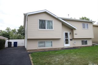 Photo 2: 3945 Diefenbaker Drive in Saskatoon: Pacific Heights Residential for sale : MLS®# SK783352