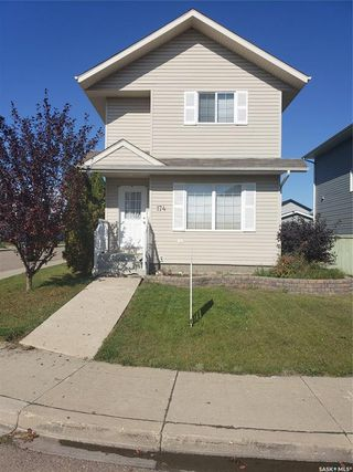 Photo 2: 174 BLAKENEY Crescent in Saskatoon: Confederation Park Residential for sale : MLS®# SK786900