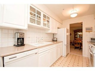 Photo 2: 201 1144 STRATHAVEN Drive in North Vancouver: Home for sale : MLS®# V1085192