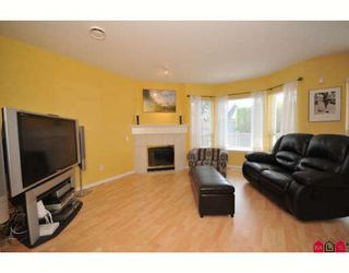 "Photo 4: 207 16233 82ND Avenue in Surrey: Fleetwood Tynehead Townhouse for sale in ""Orchards"" : MLS®# F2918236"