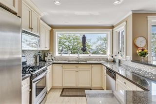 Photo 4: 301 15505 MARINE Drive: White Rock Condo for sale (South Surrey White Rock)  : MLS®# R2471045