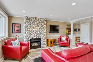 Photo 2: 301 15505 MARINE Drive: White Rock Condo for sale (South Surrey White Rock)  : MLS®# R2471045