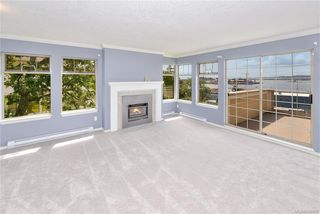 Photo 3: 43 909 Admirals Rd in Esquimalt: Es Esquimalt Row/Townhouse for sale : MLS®# 839509