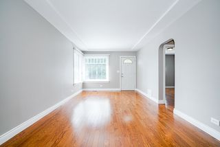 Photo 3: 425 OAK Street in New Westminster: Queens Park House for sale : MLS®# R2502980