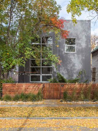 Photo 3: 9318 109 Avenue in Edmonton: Zone 13 House for sale : MLS®# E4224936