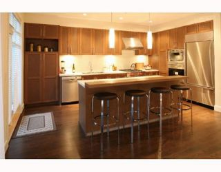 """Photo 3: 17 555 RAVENWOODS Drive in North Vancouver: Roche Point Townhouse for sale in """"The Signature Estates @ Ravenwoods"""" : MLS®# V791184"""