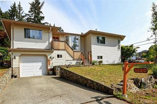 Photo 1: 596 Phelps Ave in VICTORIA: La Thetis Heights Half Duplex for sale (Langford)  : MLS®# 821848