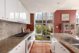 """Photo 10: 402 1005 BEACH Avenue in Vancouver: West End VW Condo for sale in """"The Alvar"""" (Vancouver West)  : MLS®# R2403390"""
