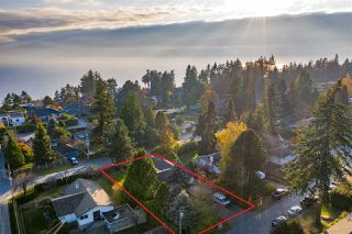 Photo 1: 13970 MALABAR Avenue: White Rock House for sale (South Surrey White Rock)  : MLS®# R2409019