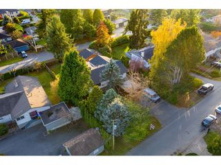 Photo 3: 13970 MALABAR Avenue: White Rock House for sale (South Surrey White Rock)  : MLS®# R2409019