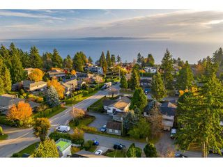 Photo 10: 13970 MALABAR Avenue: White Rock House for sale (South Surrey White Rock)  : MLS®# R2409019