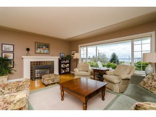 """Photo 4: 15789 CLIFF Avenue: White Rock House for sale in """"EAST BEACH HILLSIDE"""" (South Surrey White Rock)  : MLS®# R2456817"""