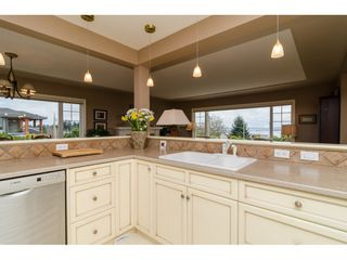 """Photo 12: 15789 CLIFF Avenue: White Rock House for sale in """"EAST BEACH HILLSIDE"""" (South Surrey White Rock)  : MLS®# R2456817"""