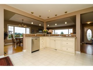 """Photo 11: 15789 CLIFF Avenue: White Rock House for sale in """"EAST BEACH HILLSIDE"""" (South Surrey White Rock)  : MLS®# R2456817"""
