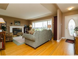 """Photo 3: 15789 CLIFF Avenue: White Rock House for sale in """"EAST BEACH HILLSIDE"""" (South Surrey White Rock)  : MLS®# R2456817"""