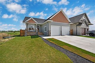 Photo 1: 1022 Carriage Lane Drive: Carstairs Detached for sale : MLS®# C4300327