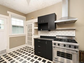 Photo 5: 388 King George Terr in Oak Bay: OB Gonzales Single Family Detached for sale : MLS®# 841032