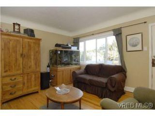 Photo 3: 571 Ker Ave in VICTORIA: SW Gorge Single Family Detached for sale (Saanich West)  : MLS®# 532080