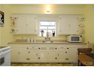 Photo 8: 571 Ker Ave in VICTORIA: SW Gorge Single Family Detached for sale (Saanich West)  : MLS®# 532080