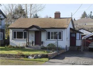Photo 1: 571 Ker Ave in VICTORIA: SW Gorge Single Family Detached for sale (Saanich West)  : MLS®# 532080