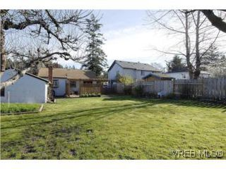Photo 18: 571 Ker Ave in VICTORIA: SW Gorge Single Family Detached for sale (Saanich West)  : MLS®# 532080