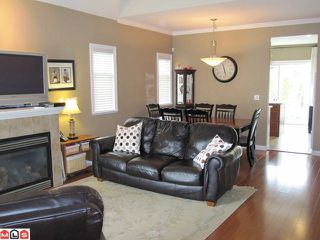 "Photo 1: 18 8717 159TH Street in Surrey: Fleetwood Tynehead Townhouse for sale in ""SPRINGFIELD GARDENS"" : MLS®# F1011185"