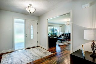Photo 4: 10907 WILLOWFERN Drive SE in Calgary: Willow Park Detached for sale : MLS®# C4304944