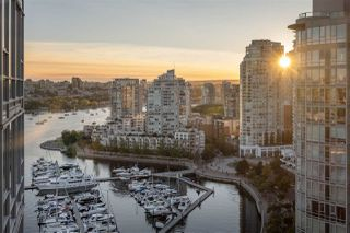 "Photo 7: 2601 1033 MARINASIDE Crescent in Vancouver: Yaletown Condo for sale in ""QUAYWEST"" (Vancouver West)  : MLS®# R2505008"