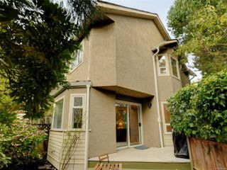 Photo 1: 1051 Richardson St in : Vi Fairfield West Row/Townhouse for sale (Victoria)  : MLS®# 858496