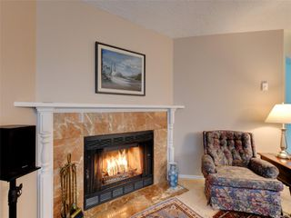 Photo 8: 1051 Richardson St in : Vi Fairfield West Row/Townhouse for sale (Victoria)  : MLS®# 858496