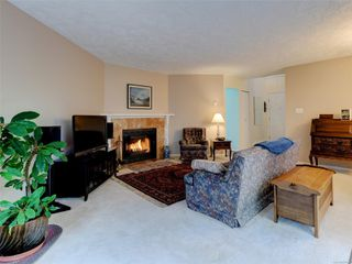 Photo 6: 1051 Richardson St in : Vi Fairfield West Row/Townhouse for sale (Victoria)  : MLS®# 858496