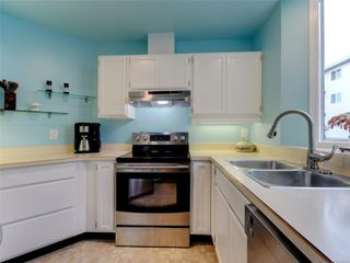 Photo 10: 1051 Richardson St in : Vi Fairfield West Row/Townhouse for sale (Victoria)  : MLS®# 858496