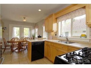 Photo 5: 2363 Selwyn Rd in VICTORIA: La Thetis Heights Single Family Detached for sale (Langford)  : MLS®# 537894
