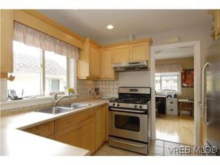 Photo 4: 2363 Selwyn Rd in VICTORIA: La Thetis Heights Single Family Detached for sale (Langford)  : MLS®# 537894