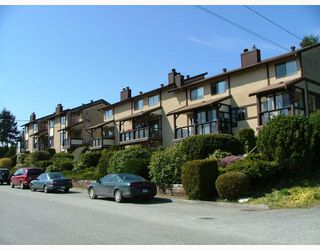 Photo 1: 3 565 SEAVIEW Road in Gibsons: Gibsons & Area Townhouse for sale (Sunshine Coast)  : MLS®# V768347