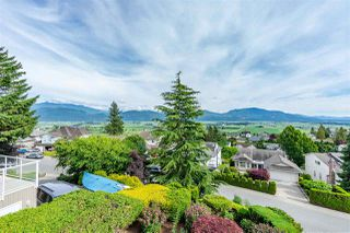 "Photo 3: 2317 MOUNTAIN Drive in Abbotsford: Abbotsford East House for sale in ""Mountain Village"" : MLS®# R2409972"