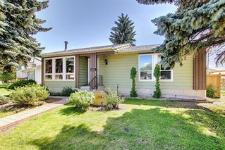 Photo 3: 408 QUEENSLAND Circle SE in Calgary: Queensland Detached for sale : MLS®# A1020270