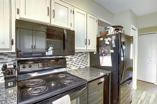 Photo 5: 408 QUEENSLAND Circle SE in Calgary: Queensland Detached for sale : MLS®# A1020270