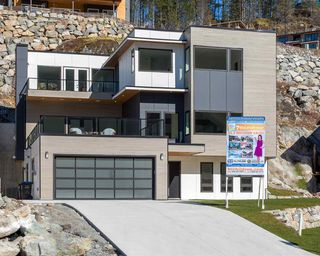 Photo 3: 2249 WINDSAIL PLACE in Squamish: Plateau House for sale : MLS®# R2490653