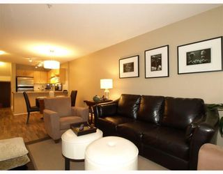 "Photo 1: 113-332 Lonsdale Avenue in North Vancouver: Lower Lonsdale Condo for sale in ""CALYPSO"" : MLS®# V790136"
