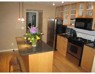 Photo 2: TH14 939 RICHARDS Street in Vancouver: Downtown VW Townhouse for sale (Vancouver West)  : MLS®# V756450
