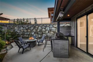 Photo 2: 1457 Pebble Pl in : La Bear Mountain House for sale (Langford)  : MLS®# 861526