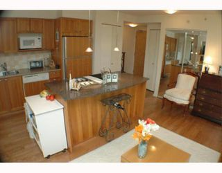 """Photo 3: 701 1723 ALBERNI Street in Vancouver: West End VW Condo for sale in """"THE PARK"""" (Vancouver West)  : MLS®# V788776"""