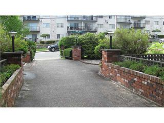 """Photo 2: 306 910 5TH Avenue in New Westminster: Uptown NW Condo for sale in """"GROSVENOR COURT"""" : MLS®# V866768"""