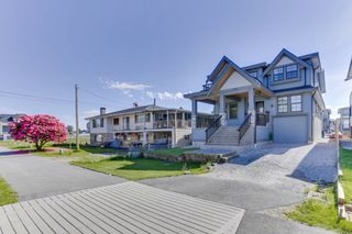 Photo 3: 214 HOWES Street in New Westminster: Queensborough House for sale : MLS®# R2459217